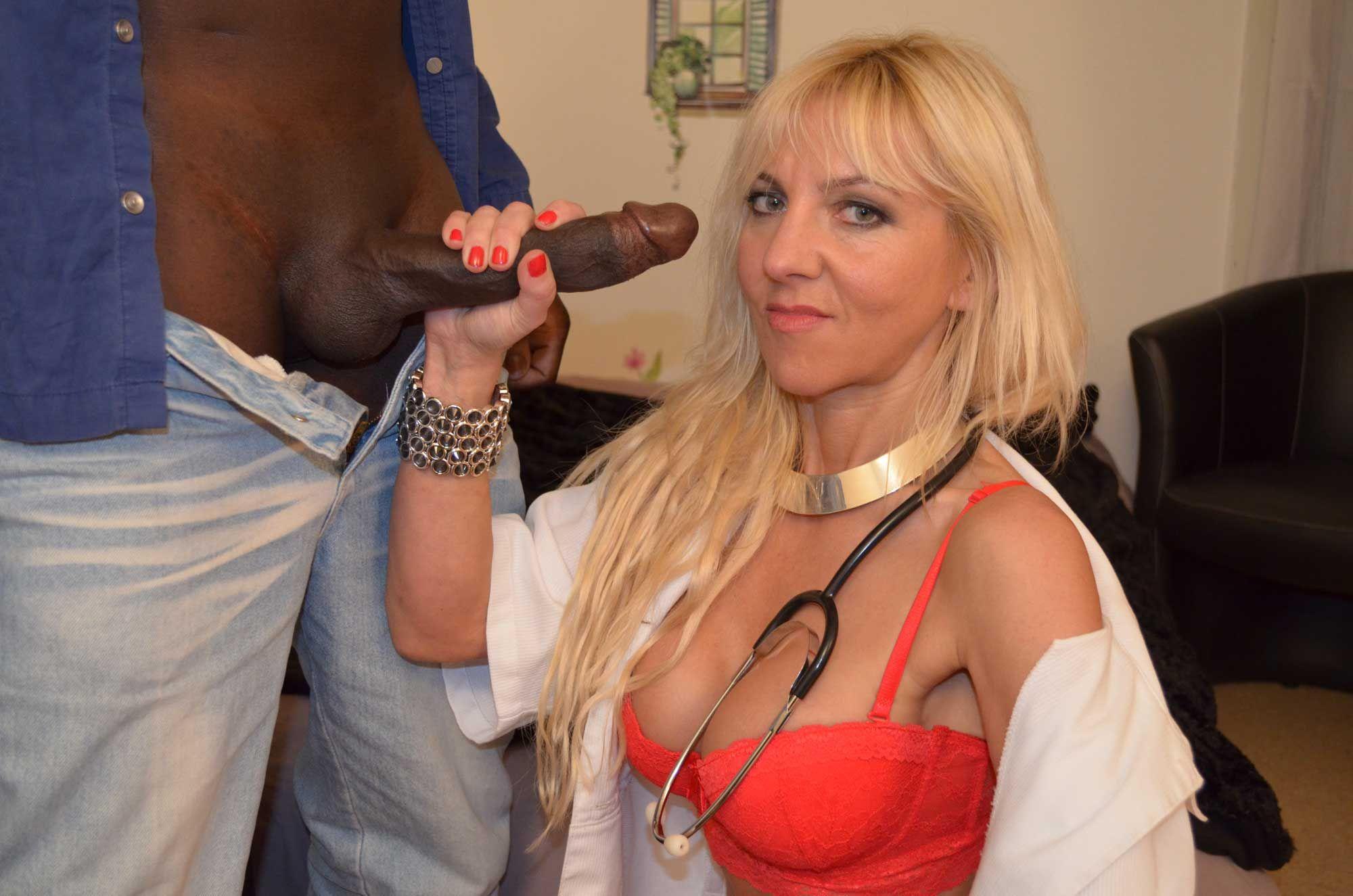 103-infirmiere-mature